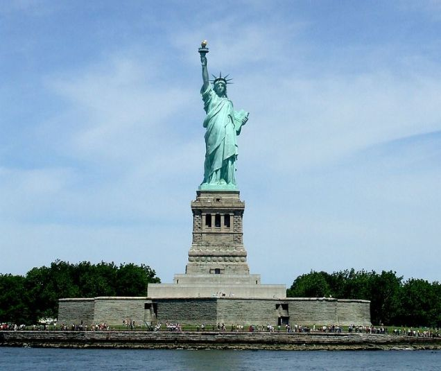 713px-0327New_York_City_Statue_of_Liberty