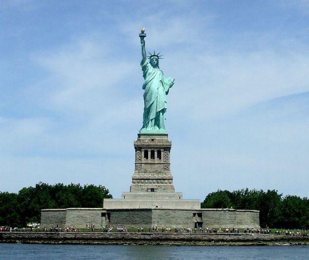 713px-0327New_York_City_Statue_of_Liberty